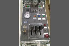 The turntable control console has a clean design with easy to find and read instruments. The ladder controls are direct hydraulic, requiring no manual overrides.